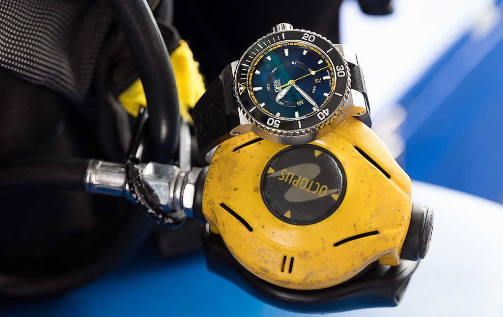 The Oris GBR II, with its natural habitat with the regulator of a SCUBA apparatus, ready for the dive.