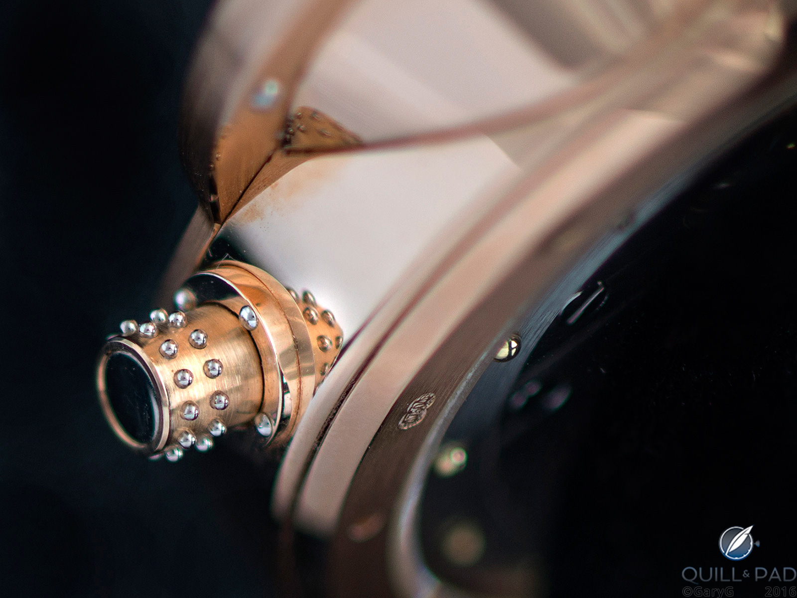 Riveted crown of the Vianney Halter Antiqua