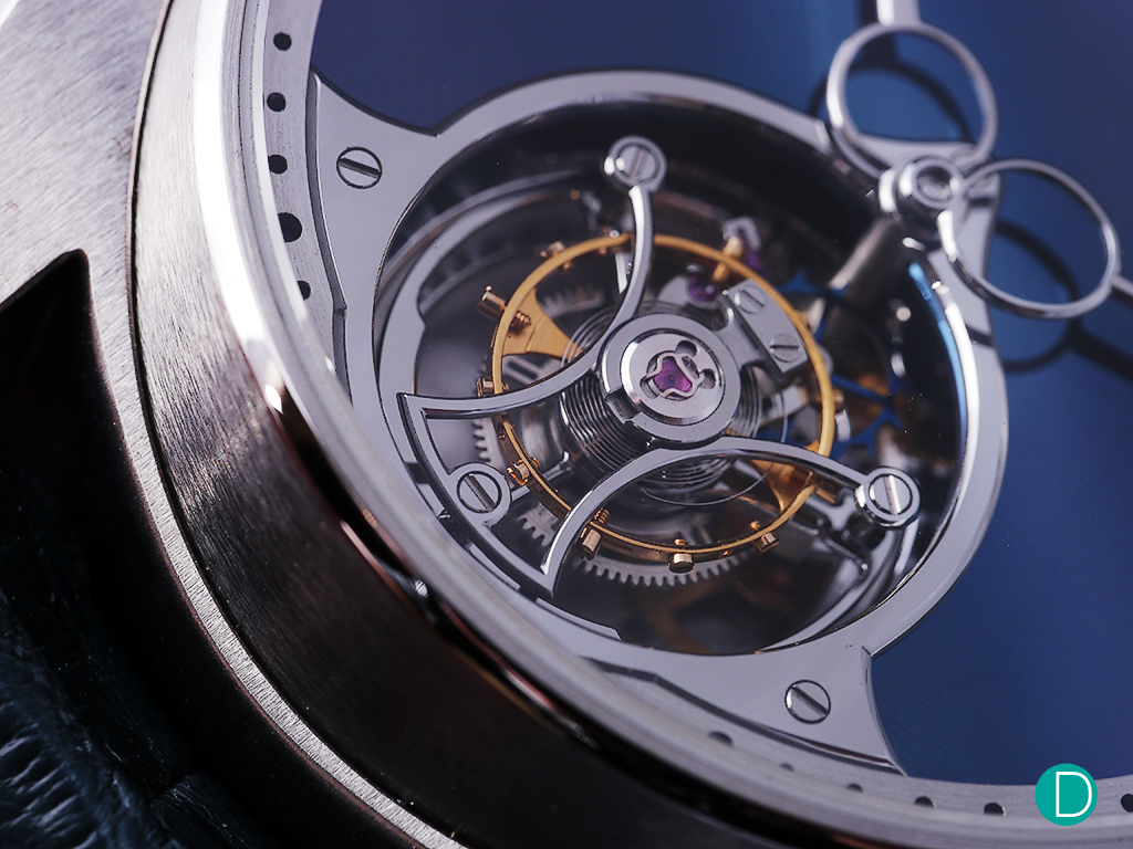 The movement features 36 inward angles, a mark of impressive workmanship