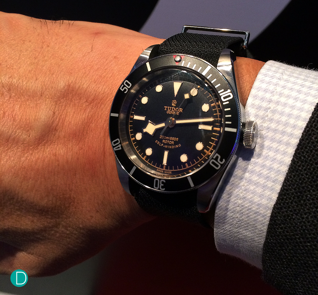 The Black Bay Black, on the wrist. A timepiece that brings back the nostalgia of the 70s.