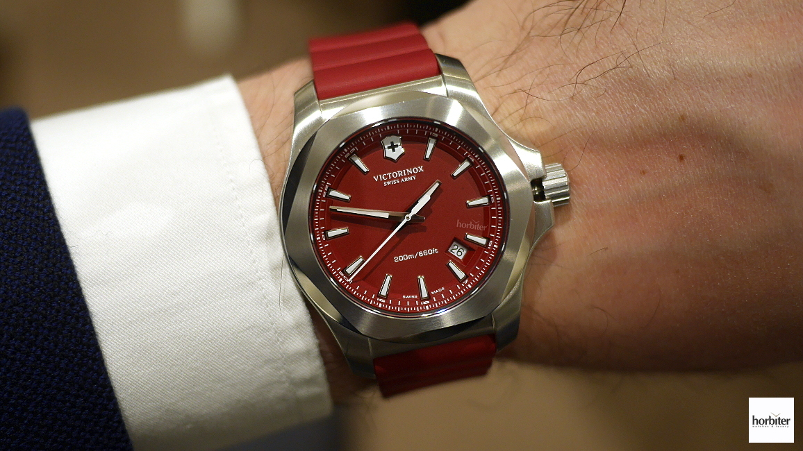 Victorinox_Inox_Red_Edition