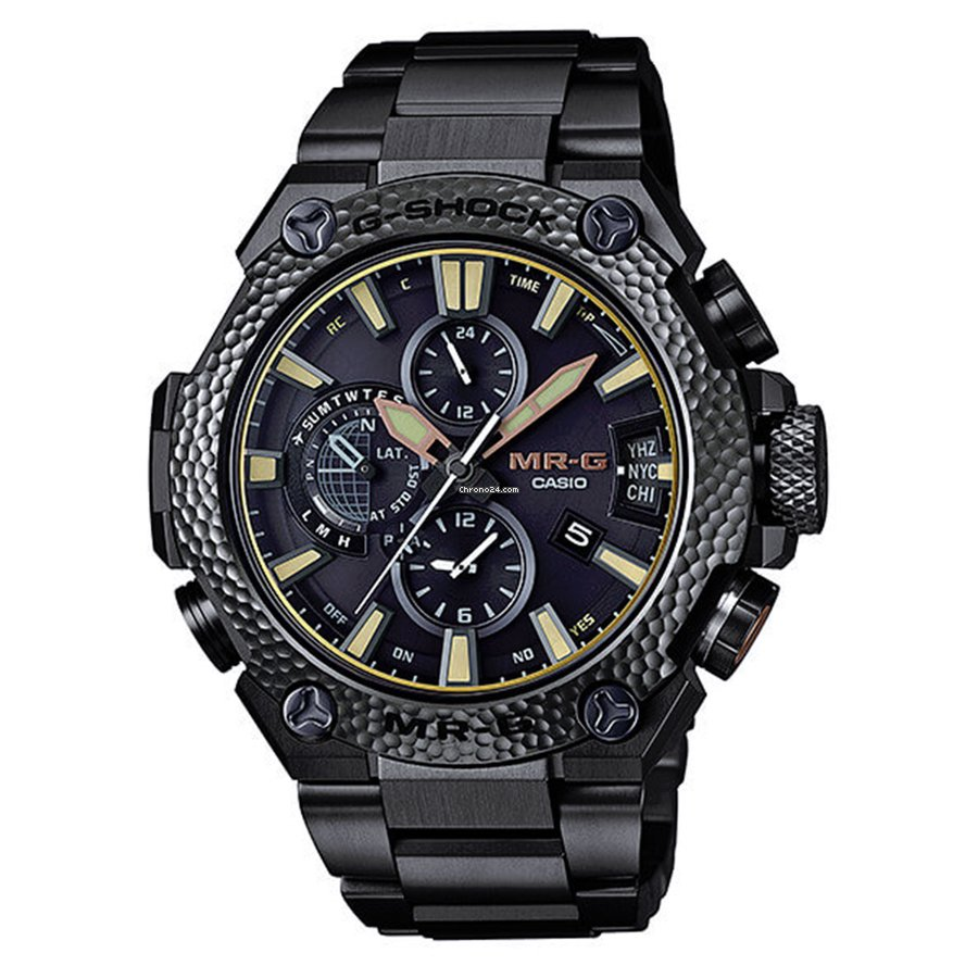 1ce16d601 Its colossal build is guaranteed to stick out on anyone's wrists; this is  not a watch to wear to the boardroom or the club.